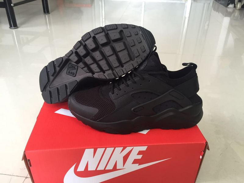 baskets basses nike sports air huarache run ultra star noir
