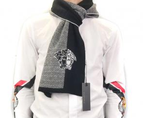 homme echarpe versace logos rayures multicolor embroidery medusa gray