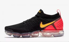 nike air vapormax flyknit se black gold red