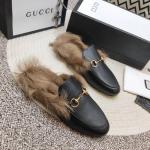 women chaussures gucci en cuir plat en peluche slippers buckle black