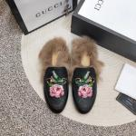 women chaussures gucci en cuir plat en peluche slippers electric rust peony
